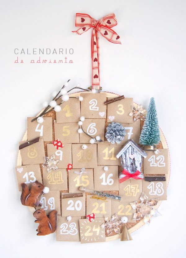 Construye tu calendario de adviento en un bastidor de corcho y acompáñalo de mensajes con planes divertidos