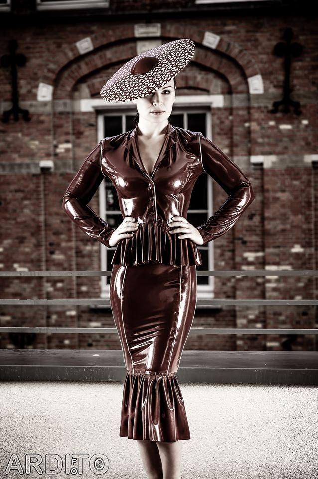 Tumblr | Shiny - Latex fashion, Latex dress en Fetish fashion