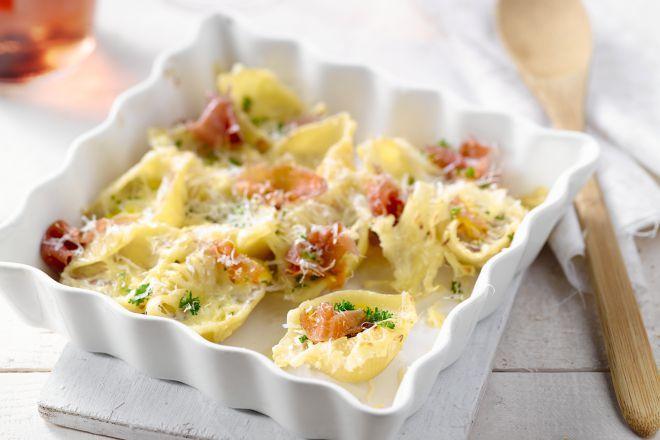 Een heerlijk stukje Parmezaan, gewoon zo met wat balsamicoazijn, op een salade, onder een pasta,… fantastisch! Vorige zomer besloot ik om op zoek te gaan naar de oorsprong van dit product en ik liet me onderdompelen in de ambacht van de Italiaanse kaasmakers.