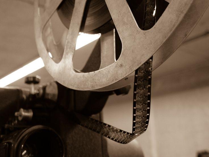 Bent u nog in bezit, of kent u iemand die in het bezit is, van 8mm filmspoelen? Ze liggen vaak op een stoffige zolder of ergens weggestopt in een kast. Dit materiaal bevat vaak speciale momenten uit het leven en is van onschatbare waarde. Een projector of scherm om deze films terug te kunnen zien ontbreekt vaak.  Lees verder op onze website.