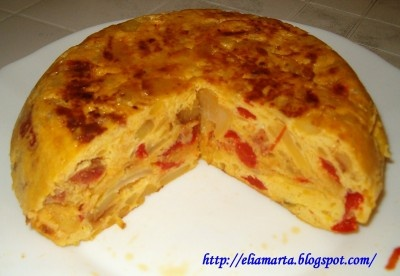 La cocina española: tortilla de chorizo y pimientos asados