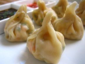 Cucina cinese: ravioli (o wonton) di gamberi