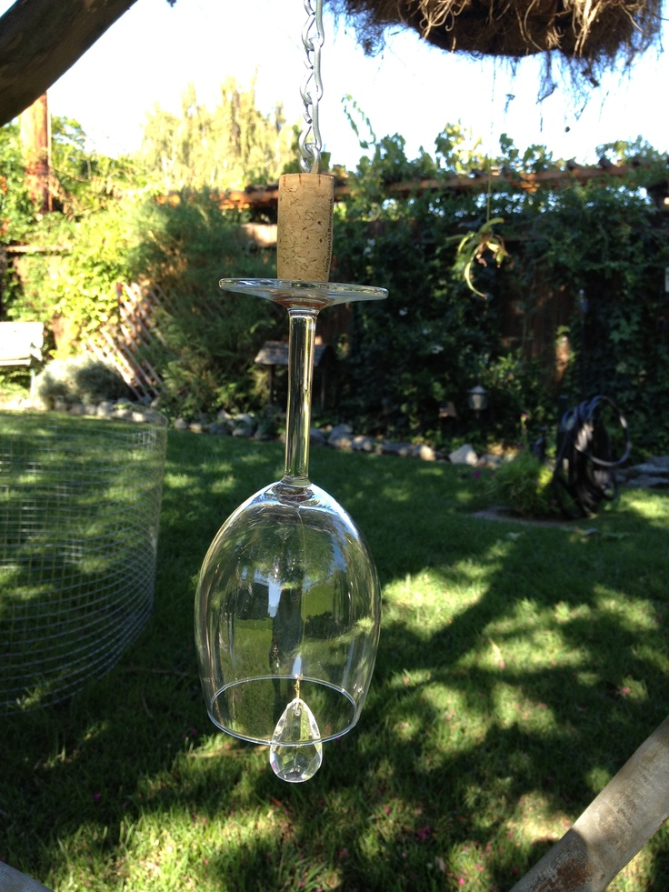 Wine glass with crystal chime