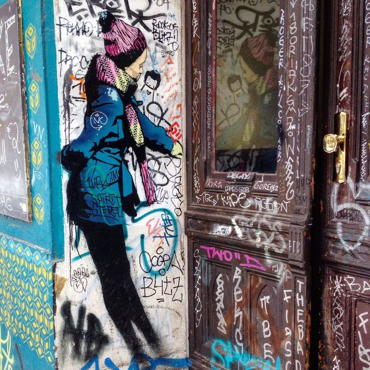 #berlin #kreuzberg #berlinkreuzberg #graffiti #streetart #arturbain #urbanart #door #mirror #reflection