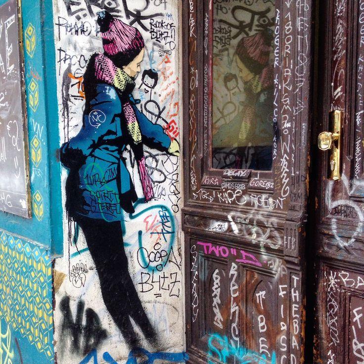 #berlin #kreuzberg #berlinkreuzberg #graffiti #streetart #arturbain #urbanart #door #mirror #reflection