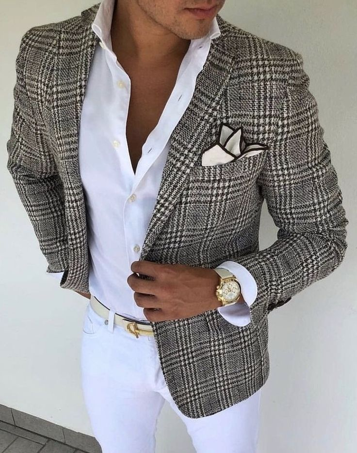 Look at this beautiful brown plaid blazer! This look screams summer with white pants white leather belt with white button up shirt with a brown lined linen pocket square #plaid #blazer #menswear #menstyle #mensfashion