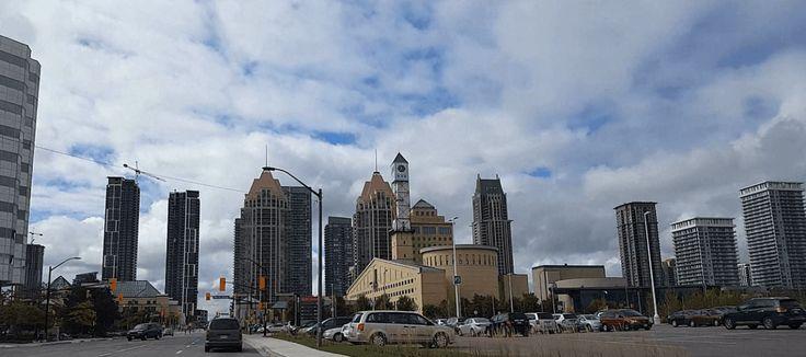 مدينة ميسيساغا الكندية تقع مدينة ميسيساغا جنوب مقاطعة أونتاريو الكندية وتحديدا على بعد 13كم من شواطئ بحيرة أونتاريو وتحدها م New York Skyline Skyline Travel