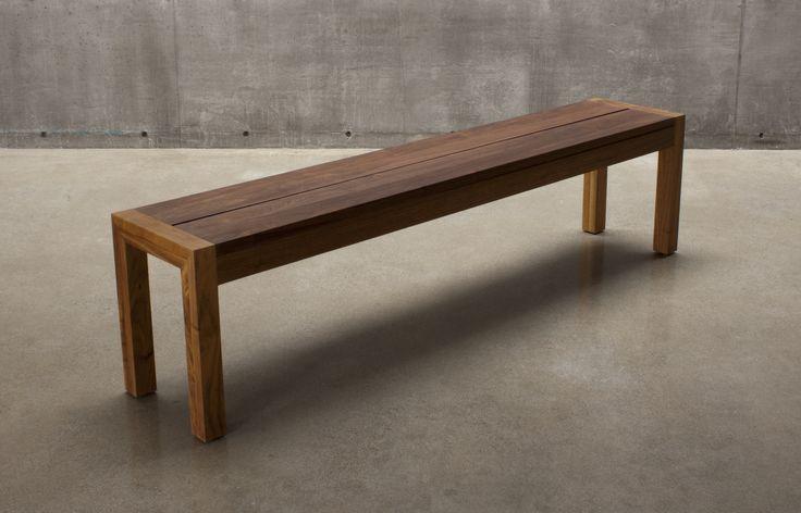 C105 split top solid wood bench in walnut / banc C105 en noyer massif avec dessus écarté