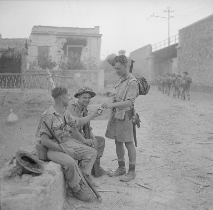British Soldiers Have A Smoke In Reggio Calabria Italy