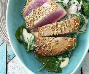 Rezept: Gebratener Thunfisch mit Sesam und Spinat (Fitness Food Menu)
