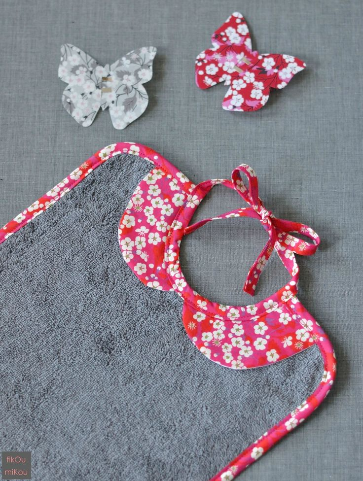 Girls bib. So cute! Site is in French but images are great for ideas.