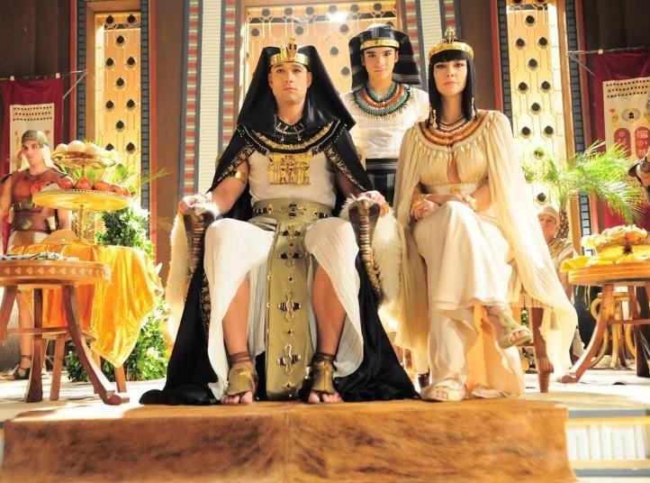 Ramsés e Nefertari.