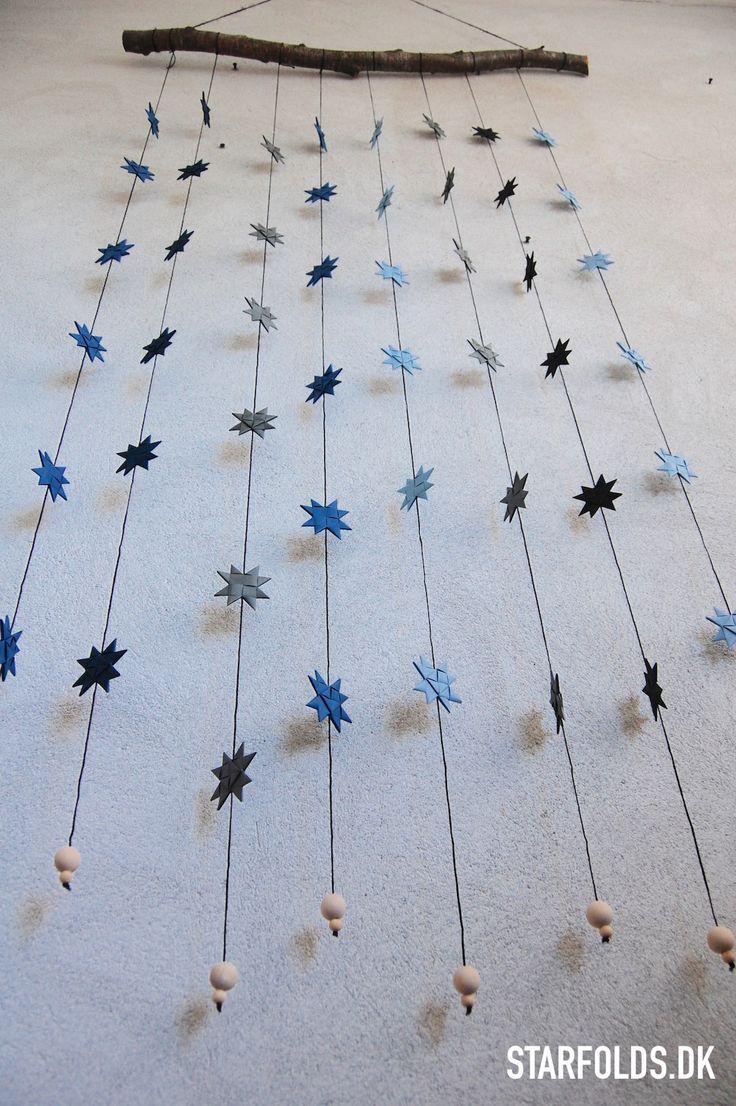 Lav en unik stjerneranke af flettede julestjerner, som del af efterårets krea-projekter. Find inspiration til at skabe din egen stjerneguirlande her.
