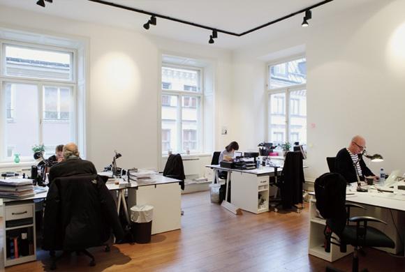WORKSIGHT   働くしくみと空間をつくるマガジン[ワークサイト]    コクヨ株式会社とコクヨファニチャー株式会社は、「近未来の働き方と学び方」をテーマにした研究開発の強化を目的に、「WORKSIGHT LAB.(ワークサイトラボ)」を2012年8月24日(金)付けで設立した。このような急激な環境変化によって「新しい働き方・学び方」が求められる中、スピーディかつ高いアンテナによって研究開発を行う、新しい形の研究組織が「WORKSIGHT LAB.」だ。次世代の働き方・学び方を追求し、価値創造する組織へ変革したいキーパーソンに向け、実践知とソリューションを提供していく。