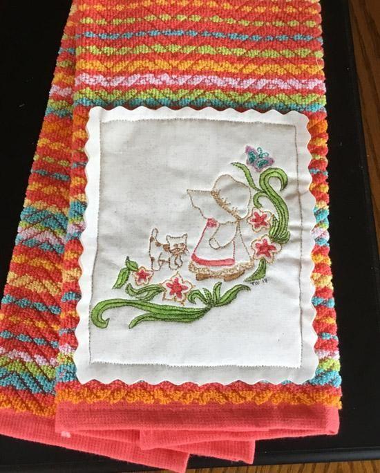 Decorative Kitchen Towel With Mini Quilt - Quilted Sun Bonnet Sue - Terry Towel #miniquilt #sunbonnetsue