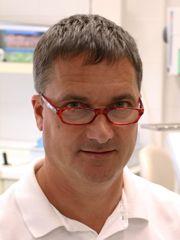 Dr Tóka József Zahnarzt Ungarn Dentalklinik Dr. Tóka Ungarn, 9400 Sopron, Várkerület 108. Tel.: +36 99 311 078