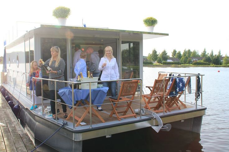 Book a unique holiday in the Lakeland of Finland with a self-driving houseboat!