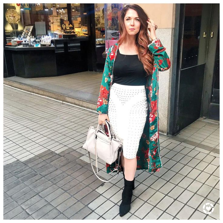 """Light neutral pencil skirt, black fitted top, green kimono, black ankle booties - Style Blogger • Jessica Moore (@missmoorestyle) on Instagram: """"Don't take me to the Jewelry District....I will want everything 😂💍 If you've been wanting to try…"""""""