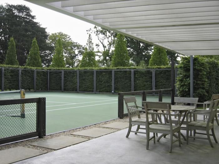 5 Favorites: Tennis Courts So Beautiful You Won't Care About the Score Gardenista