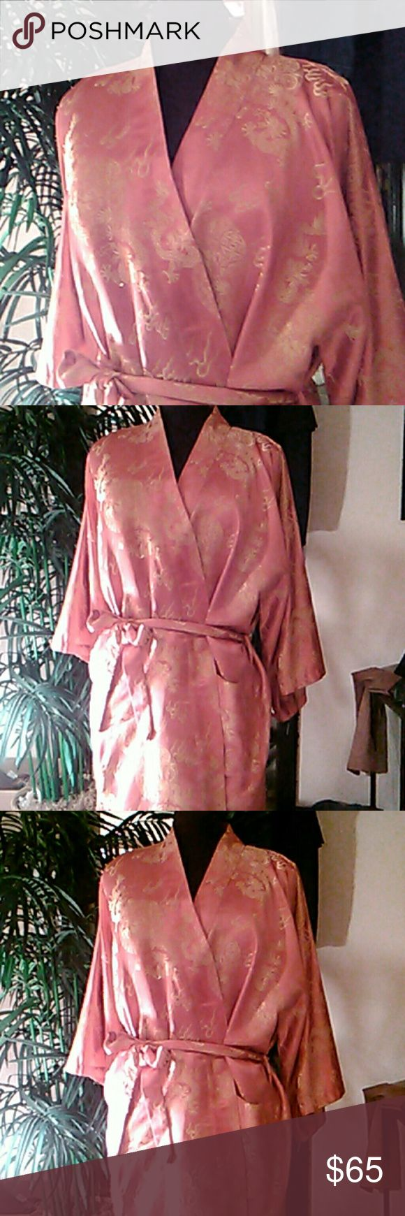 Women's Kimono Short Sexy Robe Pale Pink and Gold Dragons with sash in size OS/Large Intimates & Sleepwear Robes
