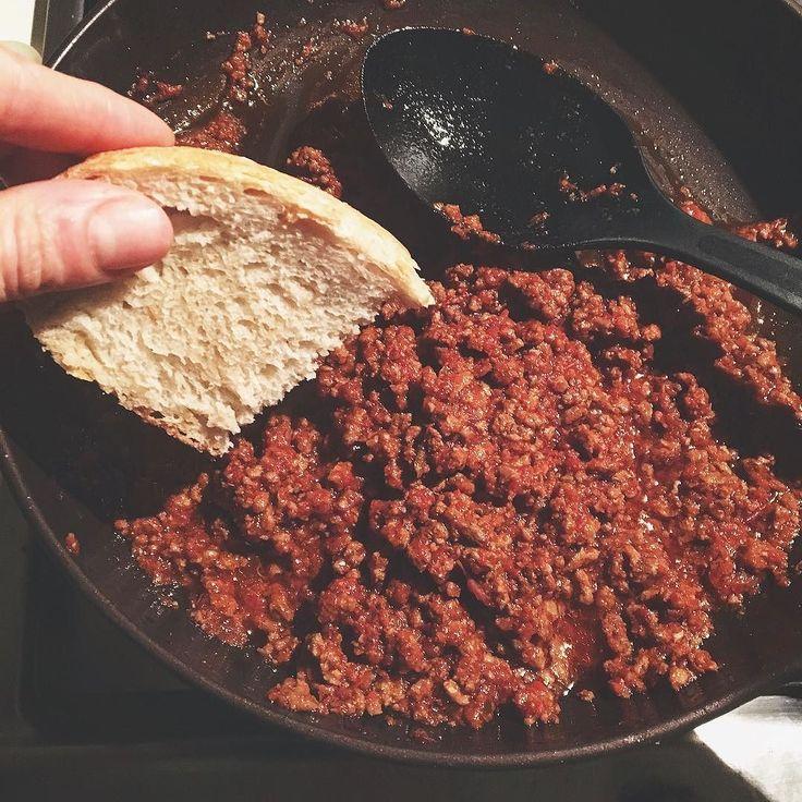 Più è stata pesante la settimana più a fondo devi intingere la fetta di pane.