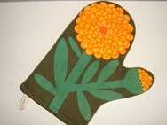 Retro LAURIDS LØNBORG kittle holder/grillvante - 1970s Design: LENA EKLUND. Cotton. 22 cm.  #Laurids #Lonborg #Danish #dansk #design #kittle #retro #70s #Lena #Eklund #grillvante From www.TRENDYenser.com. SOLGT.