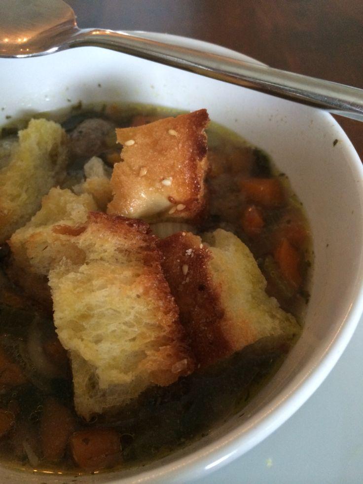 Groentesoep met ook zelfgemaakte croutons