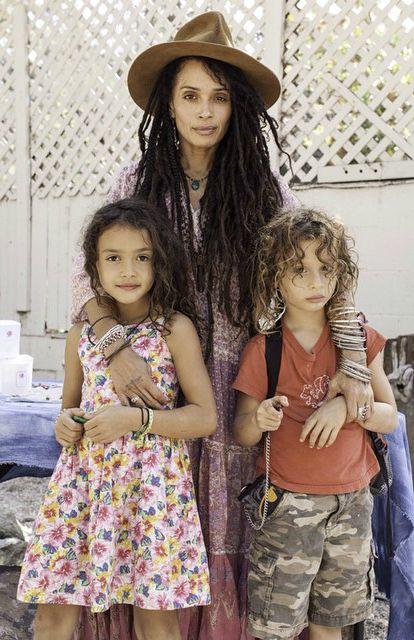 Lisa Bonet con sus hijos, Lola Iolani Momoa y Nakoa-Wolf Manakauapo Namakaeha Momoa, 10/11/2014