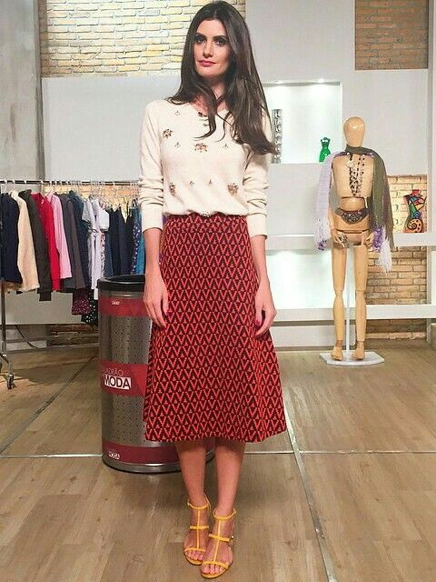 Isabella Fiorentino. #Modest doesn't mean frumpy! #style #fashion www.ColleenHammond.com