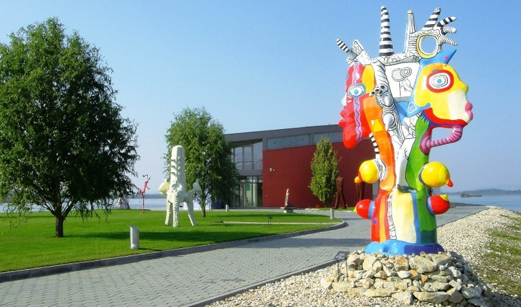 Newly established park of 8000 m2 in Danubiana Meulensteen Art Museeum enables to present sculptures outdoors.