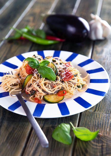 Kombinace letní zeleniny, bazalky a sýra provoní vaši kuchyni Itálií; Mona Martinů