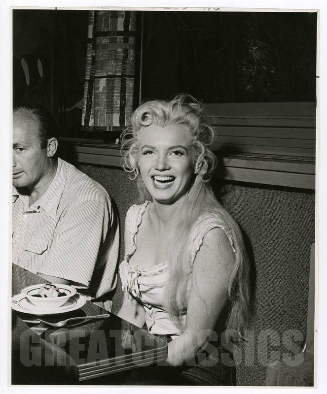 Épinglé sur Marilyn Monroe in photos and life events