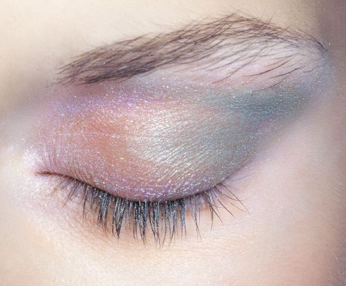 Eye makeup at Jill Stuart Spring 2009. https://padwage.com/products/20pcs-makeup-brush-set-professional-foundation-eyeshadow-eyeliner-lip-cosmetic-brushes-kit-beauty-tools-brochas-maquillaje