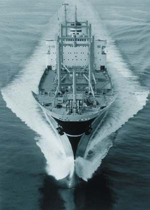 In November of 1963, a ship with the latest technology was delivered at the Mitsubishi Heavy-Industries, Ltd. Nagasaki Shipyard in Japan. The ship was the YAMASHIRO MARU and it was the first merchant ship with a bulbous bow. The bulbous bow is a design based on wave-making resistance reduction technology which created quite a sensation in the shipping world of Europe and America when it was first introduced.