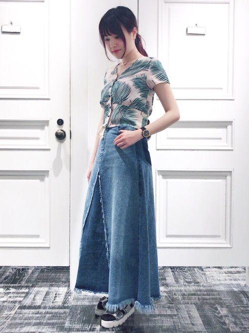 夏ぽく、アロハシャツに薄いろのデニムスカートを合わせてみました✨ 今一番お気に入りのコーデです!