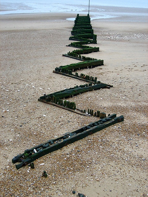 Richard Long makes poetry in the landscape. Wonderful.  Groyne - For Richard Long by Pete Woodhead, via Flickr