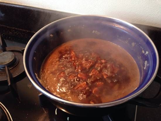Recept van mijn (Indische) oma. Een heerlijk recept met rundvlees, (of kip of varkensvlees, wat je maar wil) Een gerecht wat niet in een rijsttafel mag...