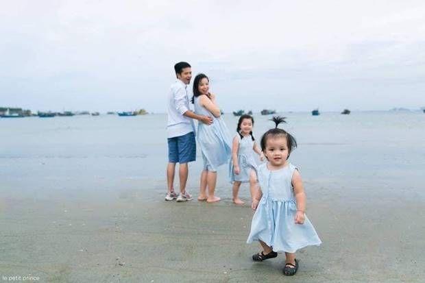 فوتوسيشن عائلي مليء بالحب مع الاطفال علي البحر Family Photo Sessions Photo Sessions White Dress
