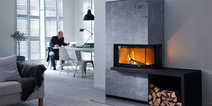 Med den vinklade glasluckan i Contura i40 får du ännu större möjligheter att skapa en eldstad