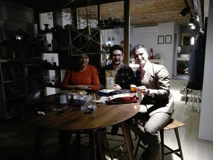 La passione crea amicizie The passion creates friendships Pasiunea creaza prietenii. With Sebastian Ioan Farcas Latte Art national champion.