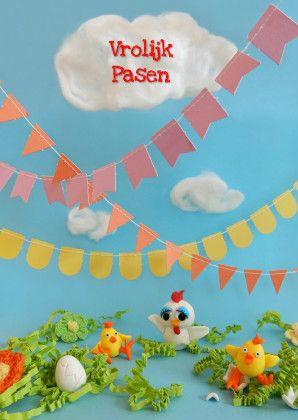 Paaskaart met vrolijk handgemaakt decor met o.a. kip en kuikens van fimoklei. Te vinden op Kaartjeposten.nl