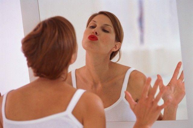 Ученые: зеркала заставляют людей есть больше, чем нужно