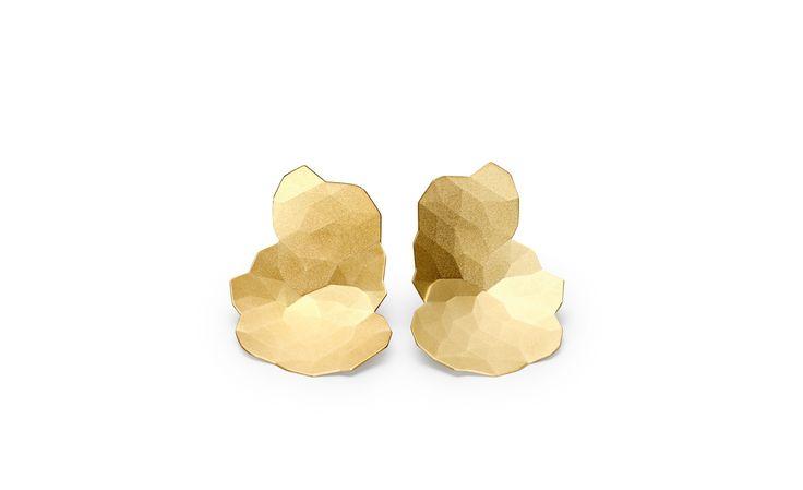 Niessing Topia. »Der Ohrschmuck ist jeweils passend für das rechte und für das linke Ohr konzipiert und in zwei Ausführungen erhältlich: Die...