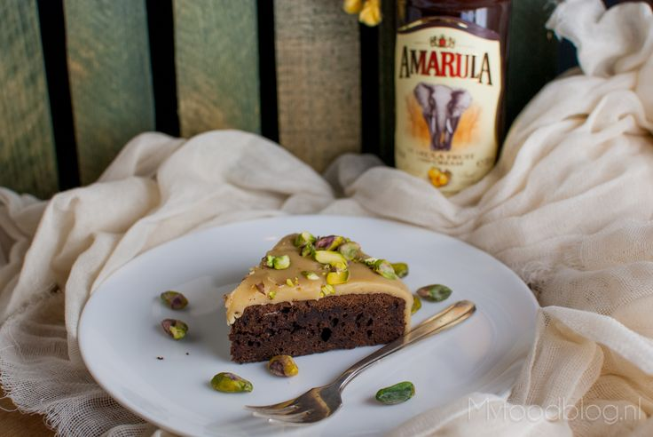 Chocoladecake met Amarula en witte chocolade glazuur   Chocolate cake with a white chocolate and Amarula icing