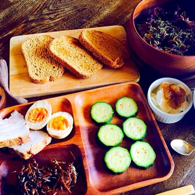 ドレッシングがあるとサラダ作るのが楽ですね、、、 - 16件のもぐもぐ - 全粒粉パンと自家製チャーシュー&味卵とお手製イカナゴとズッキーニのソテーと自家製豆乳ヨーグルトと生野菜サラダのパクチードレッシングと深谷ネギと若芽のスープ by toki69