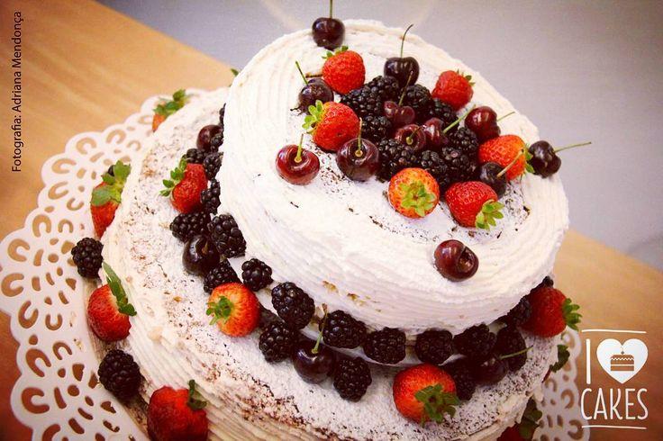Naked com frutas vermelhas, perfeito para todas as comemorações. #naked #nakedcake #gourmet #postre #dessert #puddin #frutasvermelhas #partydecor @jackie_luz