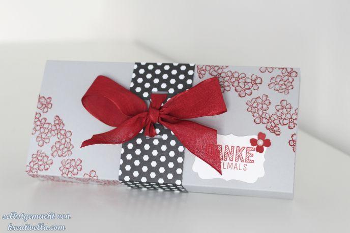 Verpackung für die wundervollen Lauenstein Pralinen. Ganz schnell und einfach mit dem Stempelset Birthday Blossom von Stampin' Up!