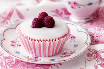 Raspberry cakes with rosewater icing | Cupcakes | Pinterest