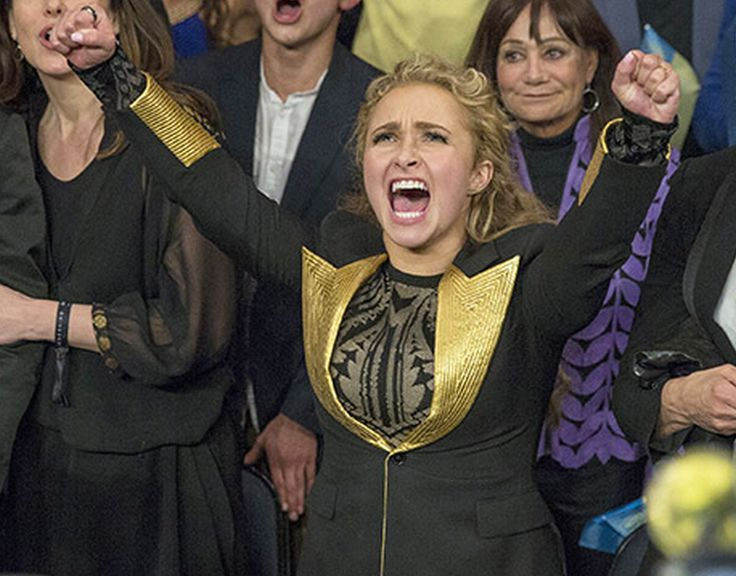 Hayden Panettiere proves how supportive she is as she cheers her fiancé Wladimir Klitschko on at the heavy weight championship! What do you think of her priceless reactions?