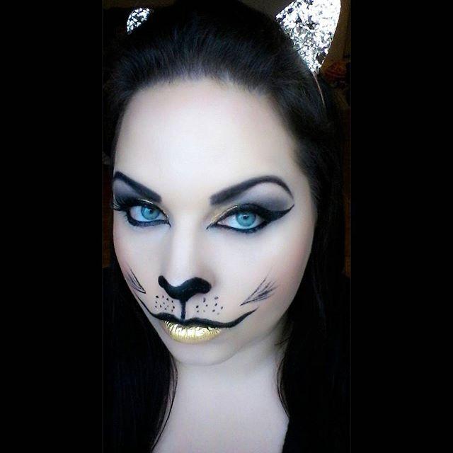 A lil throwback to the Halloween gold cat makeup! #makeupoftheday #motd #faceoftheday #fotd #blueeyes #makeupjunkie #lashes #smashboxshapematters #lineronpoint #halloweenmakeup #halloweenmakeuplooks #halloweenmakeupideas #catmakeup #goldlips #goldcatmakeup #fantasy #fantasymakeup #halloween